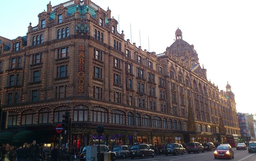 London on a Raniy Day - Harrod's